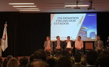 "Presidente do SESCON/MG participa do seminário ""Os Desafios Fiscais dos Estados"" no BDMG"